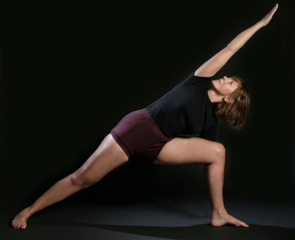 Nathalie ehlig faisant du yoga